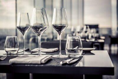 Fototapeta Puste szklanki w restauracji