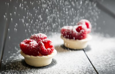 Fototapeta pyszne desery tarty ze świeżych malin
