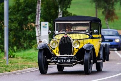 Fototapeta Redakcja, 12 września 2015: Francja: XXXIIeme Festiwal Enthousiastes Bugatti w Molsheim. Rocznika samochodu.