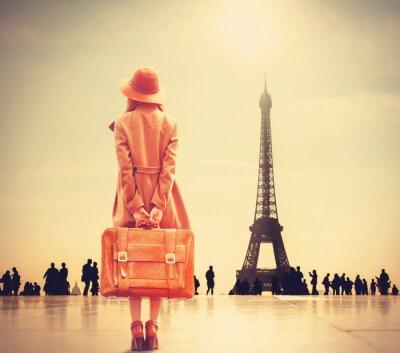 Fototapeta Redhead dziewczyna z walizką