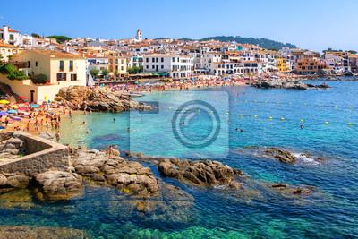 Fototapeta Rocky plaży w Calella de Palafrugell, popularnej miejscowości wypoczynkowej na