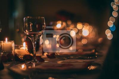 Fototapeta Romantyczny kieliszek do wina ze świecami