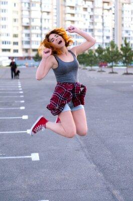 Fototapeta Rudowłosy Hipster Dziewczyna skoki