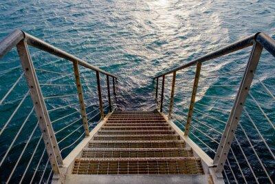 Fototapeta Rusty schody do głębokiego morza