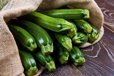Fototapeta Sacco di tela pieno di zucchine