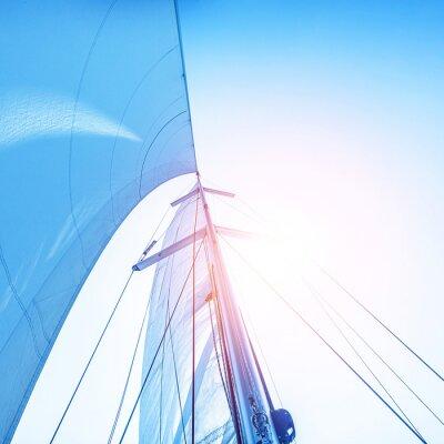 Fototapeta Sail na niebieskim tle nieba