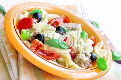 Fototapeta Sałatka z tuńczyka, makaronu i pomidorów