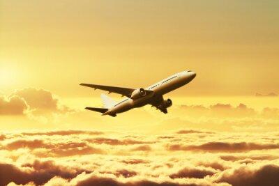 Fototapeta Samolot na niebie o zachodzie słońca