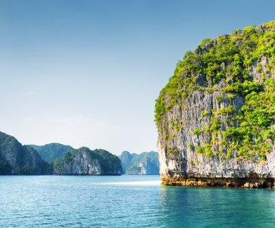 Fototapeta Scenic Kras wieży wyspy w Ha Long Bay, Wietnam
