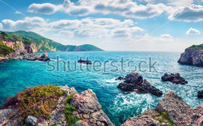 Fototapeta Sceniczny wiosna widok Limni plaża Glyko. Wspaniały poranny krajobraz Morza Jońskiego. Prześwietna plenerowa scena Korfu wyspa, Grecja, Europa. Piękno natury pojęcia tło.