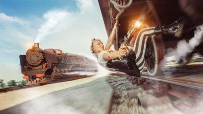 Fototapeta Sexy kobieta z pistoletu próbuje zatrzymać pociąg.