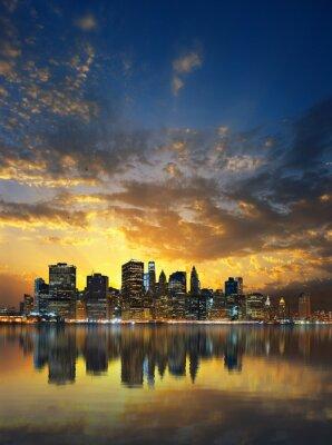 Fototapeta Silhouette Manhattan panoramę o zachodzie słońca.