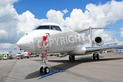 Fototapeta SINGAPUR - 12 lutego Front Katar wykonawczy Bombardier Globalny 5000 biznesowego odrzutowca w Singapurze lotnicza 12 lutego 2012 w Singapurze
