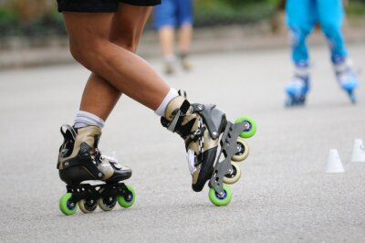 Fototapeta Skater stojących stanąć na szkolenia, działania sportowe.