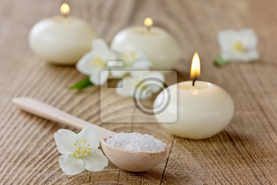 Skład Spa z kąpieli sól morska, kwiaty jaśminu i świec