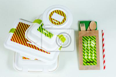 Fototapeta Skrzynki spożywcze i drewniane sztućce na białym tle