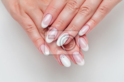 ślub Francuski Manicure Z Kryształów Na Długie Owalne Paznokcie