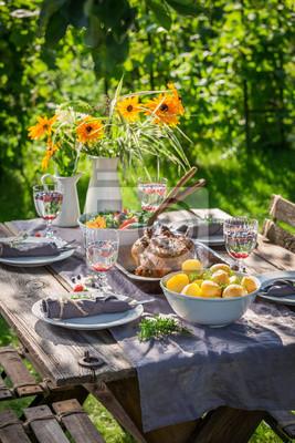 Smaczny Obiad Z Kurczakiem I Warzywami Na Wsi Fototapeta