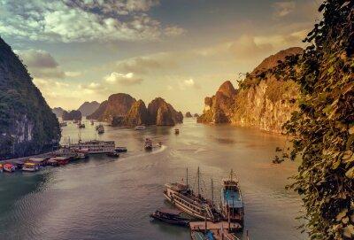 Fototapeta śmieci Ha Long Bay Wietnam.