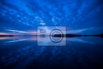 Fototapeta Spokojne jezioro odbicie w Park Narodowy Färnebofjärden w Szwecji
