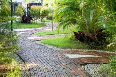 Fototapeta Sposób ogród spacery wykonane z gliny cegły w przyjemnym świetle poranka