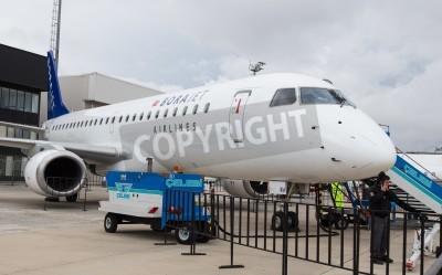 Fototapeta Stambuł, Turcja - 27 września 2014 r Borajet w Stambule Embraer E190 lotnicza, która odbyła się w lotniska Ataturk