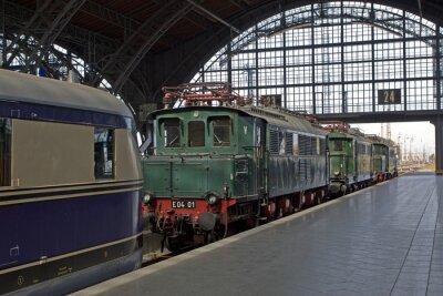 Fototapeta Stare lokomotywy na stacji kolejowej