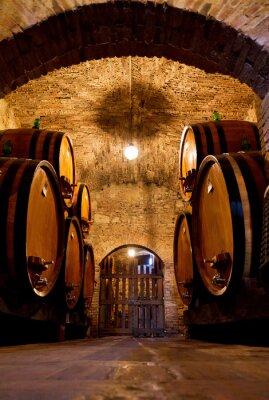 Fototapeta Stare tradycyjne piwnicy ciemne wino z dużych drewnianych beczkach