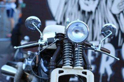 Fototapeta Starego rocznika motocykla z chromowanymi akcentami i reflektorem