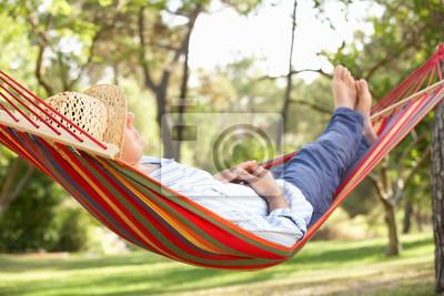 Fototapeta Starszy mężczyzna relaks w hamaku