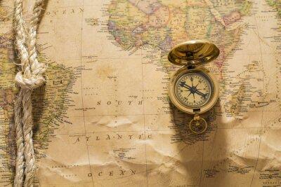 Fototapeta stary kompas i liny na mapie rocznika
