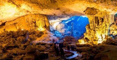 Fototapeta Sung Sot Cave w Halong Bay, Wietnam