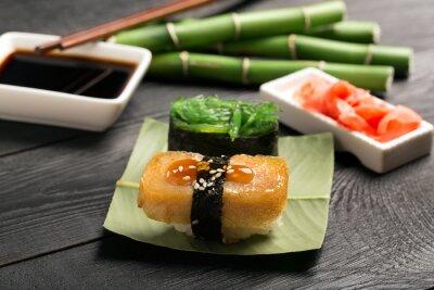 Fototapeta Sushi z omlet japoński