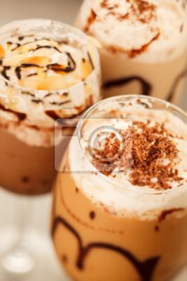 Fototapeta świeża kawa na zimno z lodem czekolady bliska