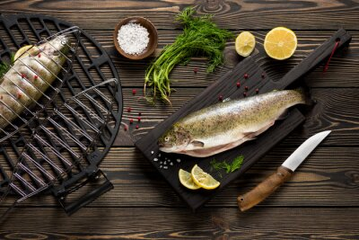 Fototapeta Świeże całe ryby przygotowane do grilla pstrąga widok z góry