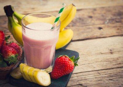 Fototapeta Świeże truskawki i banana smoothie