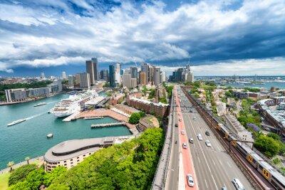 Fototapeta SYDNEY - 07 listopada 2015: Panoramiczny widok na miasto. Sydney przyciąga
