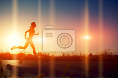 Fototapeta Sylwetka dziewczyna athletic spływały piękne drogi