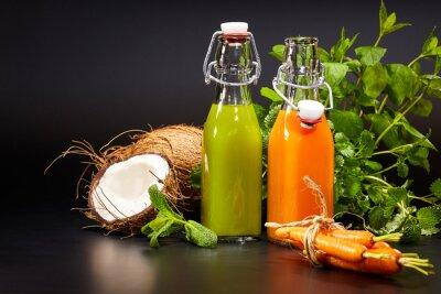 Fototapeta Szkła ze świeżych organicznych warzyw i soków owocowych samodzielnie O