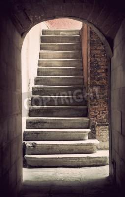 Fototapeta Tajemnicze starożytne puste schody w sepii