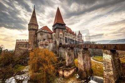 Fototapeta The Corvinesti castle also known as the Hunyad castle, is a Gothic-Renaissance castle in Hunedoara (Transylvania), Romania.