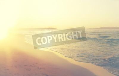 Fototapeta tło rozmyte plaży i fal morskich, rocznik filtra.
