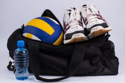 Fototapeta Torba sportowa z odzieży sportowej i piłki.
