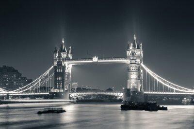 Fototapeta Tower Bridge w nocy w czerni i bieli