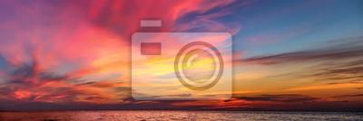Fototapeta Tropical kolorowe dramatycznego słońca z nieba. Wieczorem spokoju na Zatoce Tajlandzkiej. Jasny poświata.