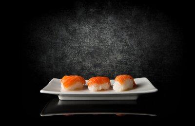 Fototapeta Trzy sushi na czarno