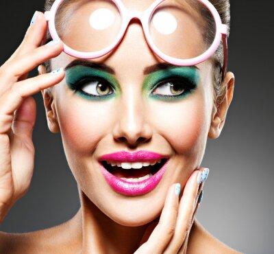 Fototapeta Twarz piękna ekspresyjna dziewczyna z moda makijażem