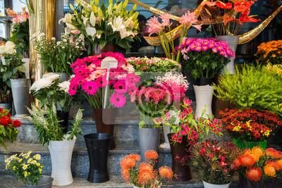ulica-kwiaciarnia-z-kolorowych-kwiatow.jpg
