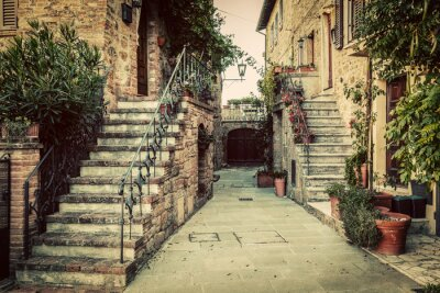 Fototapeta Uroczy stary średniowiecznej architektury w mieście w Toskanii we Włoszech.