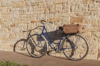 Fototapeta Vintage bicycle and old suitcase in a stone wall